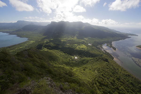 Foto van Looking west over the green, hilly landscape of Mauritius from Le Morne BrabantLe Morne Brabant - Mauritius