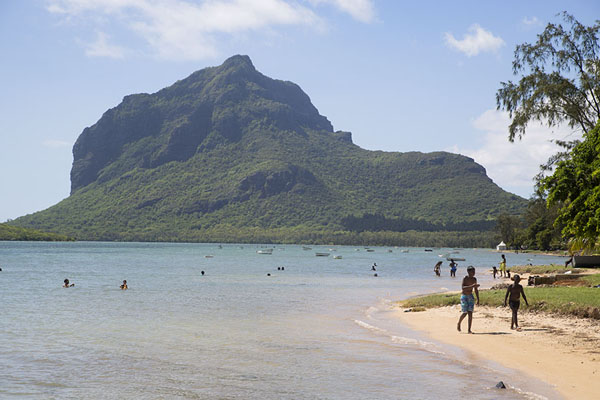 Photo de Le Morne Brabant with beachLe Morne Brabant - Maurice