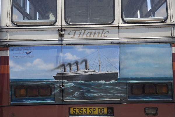 Foto van Mauritius (Titanic painted on a bus at Mahébourg bus station)