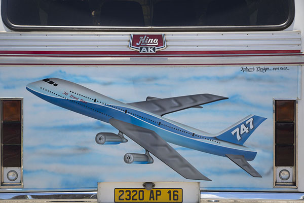 Foto van Boeing 747 painted on a bus in Mahébourg bus station - Mauritius - Afrika