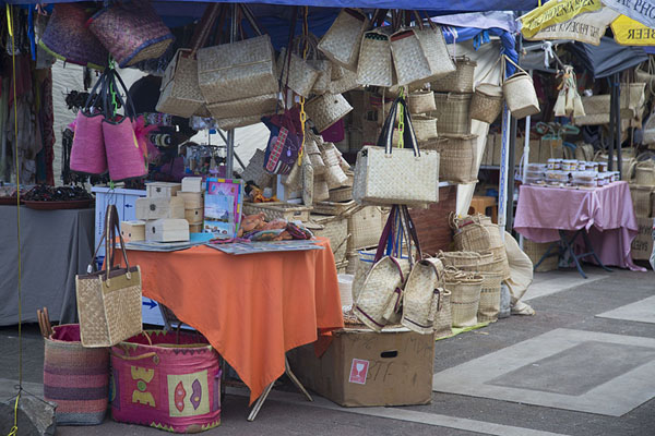Foto van Souvenir stalls at the Saturday market of Port MathurinPort Mathurin - Mauritius