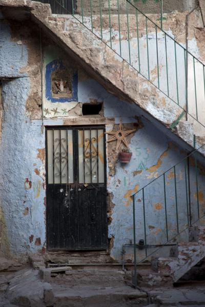 Stairs and door in an old house of Guanajuato | Historic town of Guanajuato | Messico