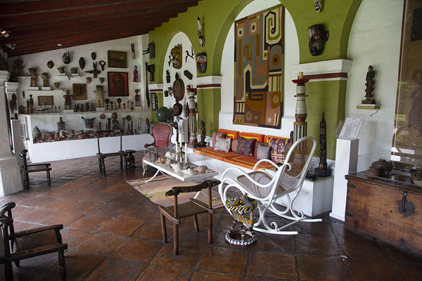 Picture of Open room with walls full of sculptures and other artefacts from around the world - Mexico - Americas