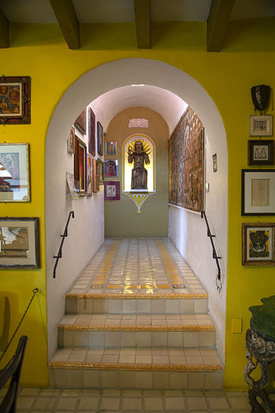 Photo de One of the corridors in the museum - full of paintings - le Mexique - Amérique