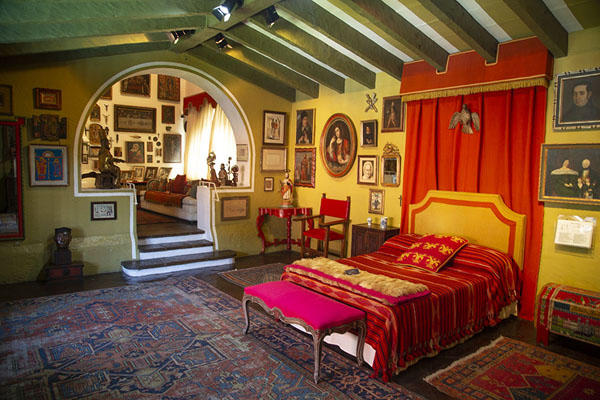Bedroom with walls full of artefacts from around the world | Robert Brady Museum | Mexico