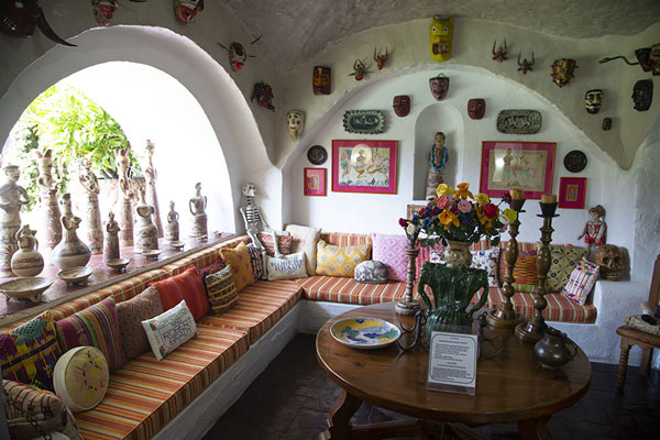 Foto de Open room in the museum with statues and sculptures from all over the worldCuernavaca - Mexico