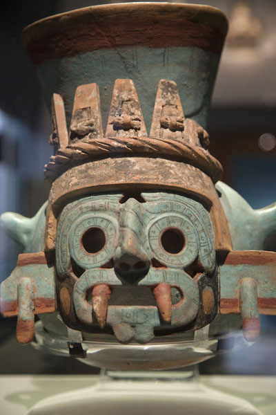 Colourful brazier with face on display in the museum | Templo Mayor | Messico