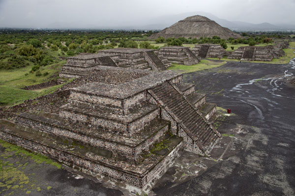 Picture of Teotihuacan (Mexico): The Pyramid of the Sun seen from the Pyramid of the Moon
