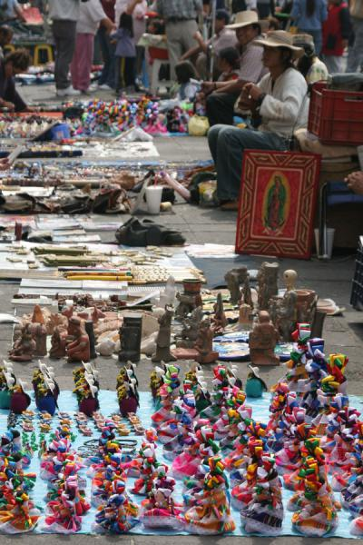 的照片 Goods for sale on Zocalo, Mexico City墨西哥城市 - 墨西哥