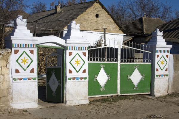 Picture of Orheiul Vechi (Moldova): Traditional gate with decorations in Butuceni