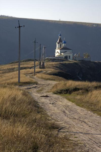 Picture of Orheiul Vechi (Moldova): Road leading over the ridge on which most of the sights of Orheiul Vechi are located