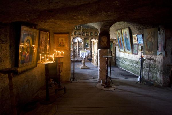Foto van Moldavië (Candlelight and daylight in the rocky Birth of the Holy Virgin church)
