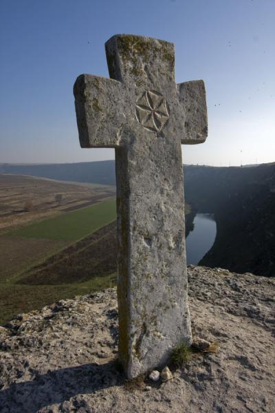 Close-up of the stone cross, high above the Raut river | Pestera Hermitage | Moldova