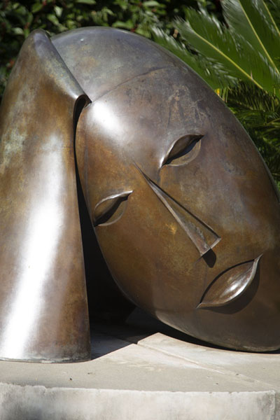 One of the many sculptures embellishing streets and parks in Monaco | Città di Monaco | Monaco