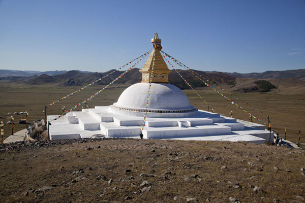 Foto de Stupa on a hill above the monastery complexAmarbayasgalant Khiid - Mongolia