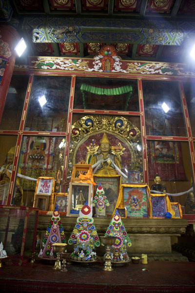 Picture of Amarbayasgalant Khiid (Mongolia): Showcase with the statue of Rinpoche Gurdava, who helped to have the monastery restored in the 1990s