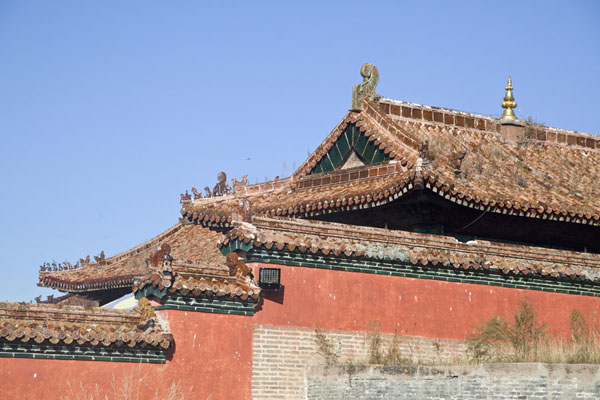 Wall and roof of one of the temple buildings of the Amarbayasgalant Khiid complex | Amarbayasgalant Khiid | Mongolia