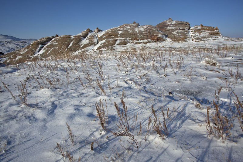 Snow covering ground on a hill of Baga Gazryn Chuluu | Baga Gazryn Chuluu | 蒙古