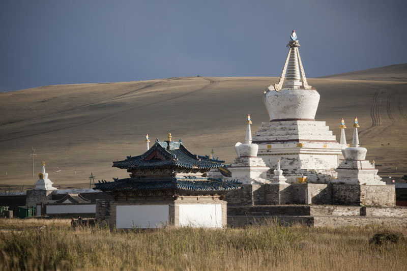 Picture of Erdene Zuu Khiid (Mongolia): Golden Prayer Stupa basking in the late afternoon sunlight
