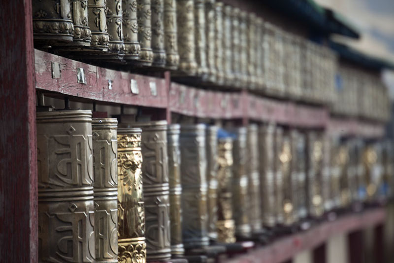 Picture of Double row of prayer wheels surrounding the Tibetan temple, Lavrin Süm