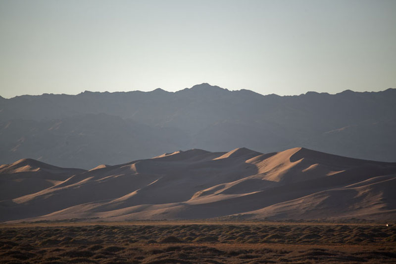 Foto van Early morning light over the sand dunes of Khongoryn ElsKhongoryn Els - Mongolië