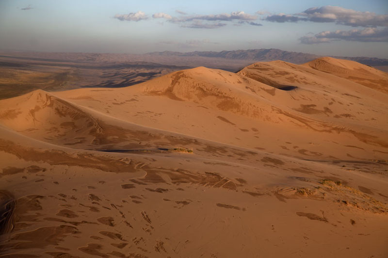 Photo de Sand dunes basking in the afternoon sunKhongoryn Els - Mongolie