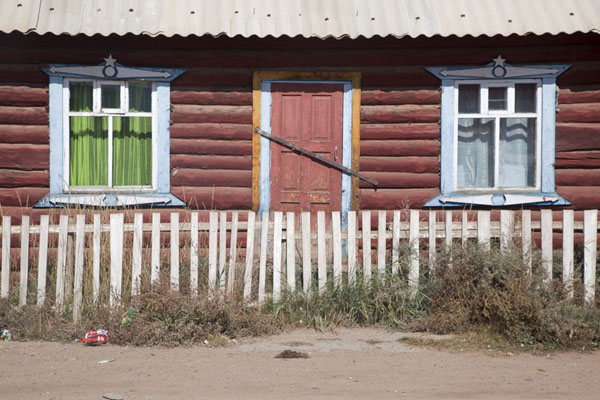 Picture of Mörön (Mongolia): One of the many traditional wooden houses in Mörön