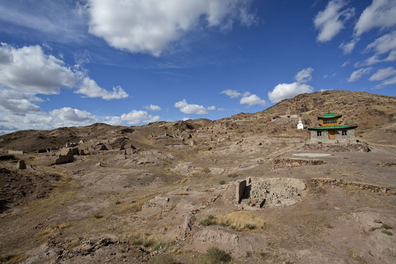 The ruins of Bari Lam Khiid with the new temple to the right | Ongiin Khiid | Mongolia