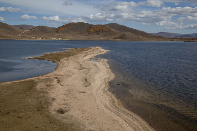 Stretch of beach jutting out into Terkhiin Tsagaan Nuur | Terkhiin Tsagaan Nuur | Mongolia