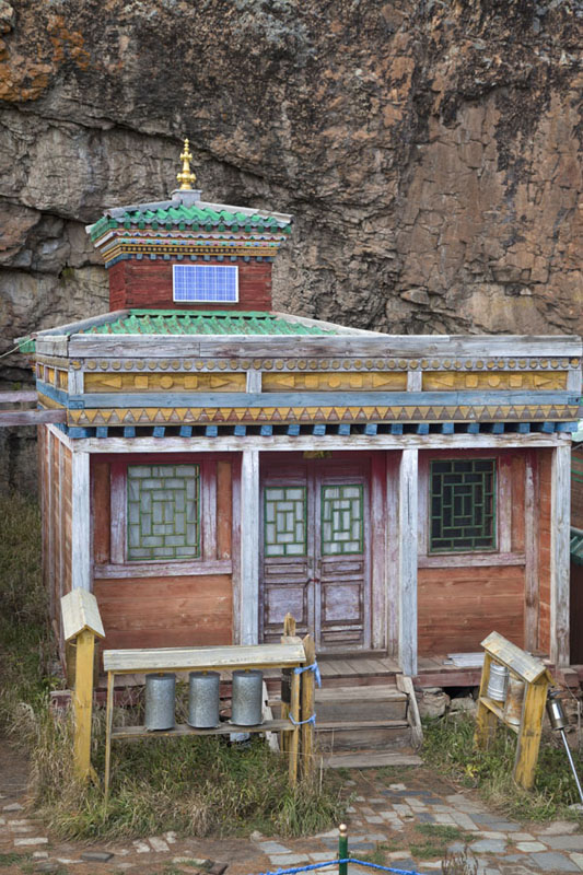 Picture of Tövkhön Khiid (Mongolia): Colourful, small temple at Tövkhön monastery