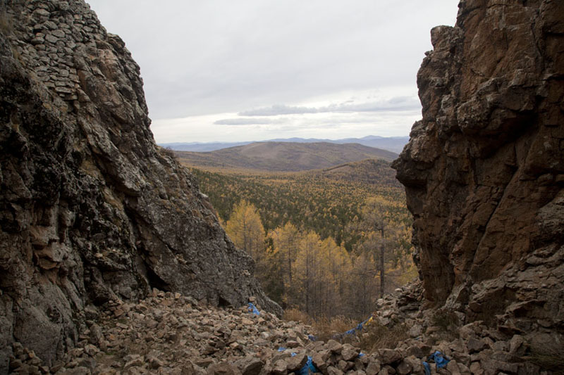 Picture of Tövkhön Khiid (Mongolia): View from the rebirth cave with forest below