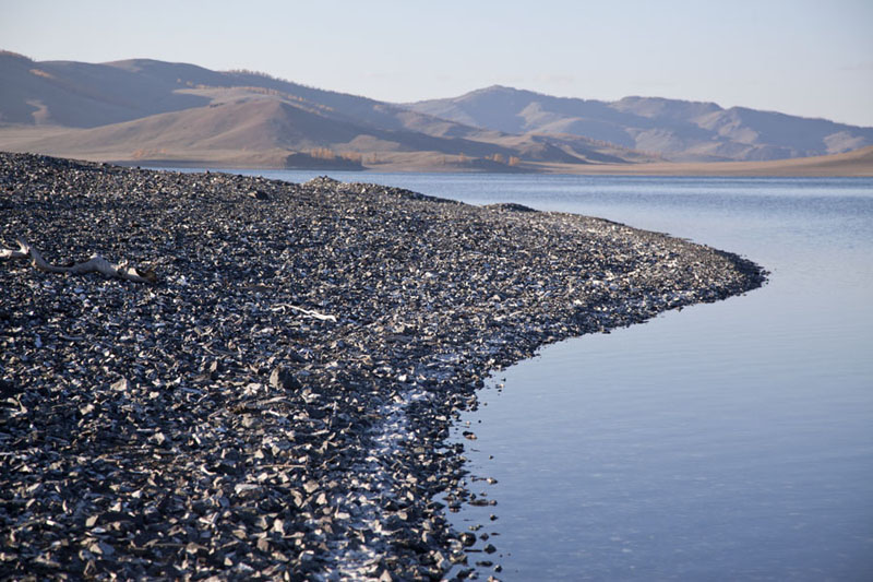 Pebble beach with tranquil waters at Zuum Nuur | Zuum Nuur | Mongolia