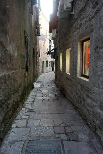 Foto van One of those alleys that make the old town of Kotor so attractiveKotor - Montenegro