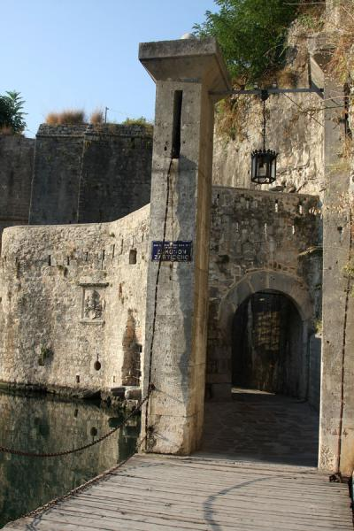 Foto van Southern, or Gurdic, Gate is the narrowest gate of KotorKotor - Montenegro