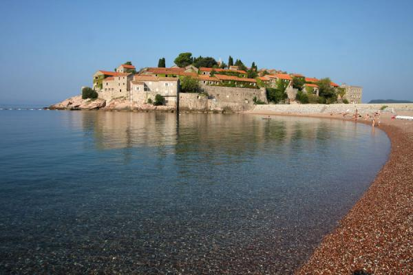 Foto van Beach leading up to Sveti Stefan - Montenegro - Europa
