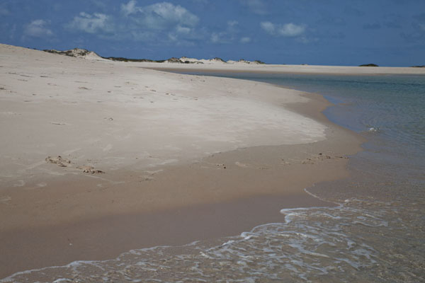 Foto van The beach and base of the sand dunes at the southern tip of Bazaruto Island - Mozambique - Afrika