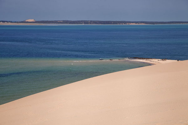 Looking down towards the southern tip of Bazaruto Island | Dunas de arena del isla Bazaruto | Mozambique