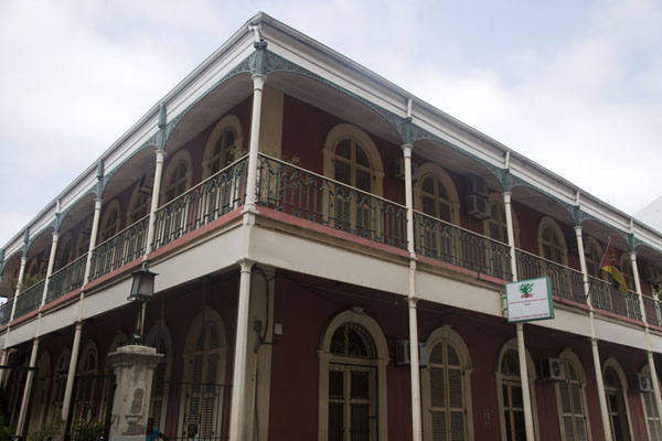 Typical building with galleries in the old part of Maputo | Maputo colonial | Mozambique