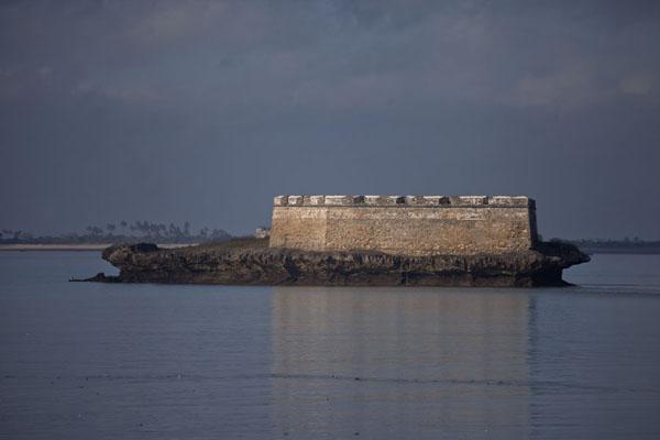 Foto van This islet south of Ilha de Moçambique holds the Fortim de  São Lourenço - Mozambique - Afrika
