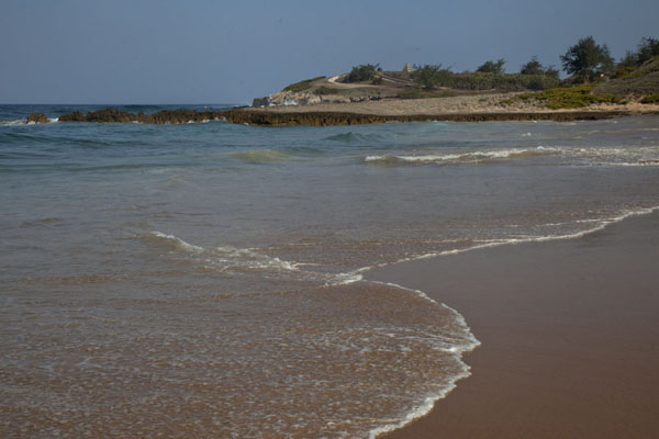 Beach of Tofinho with the Monument of Fallen Heroes in the background | Cote de Tofo | Mozambique