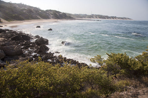 Foto van Bay with sandy beach near TofoTofo - Mozambique