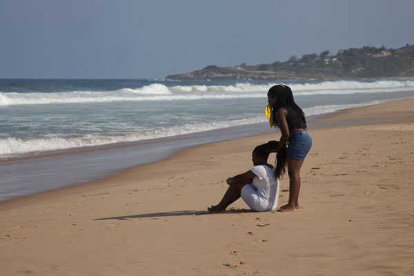 Foto di Women on the beach of TofoTofo - Mozambico