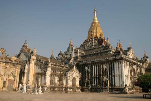 Foto di Ananda Pahto, the perfect temple with the golden spireMyanmar (Birmania) - Myanmar (Birmania)