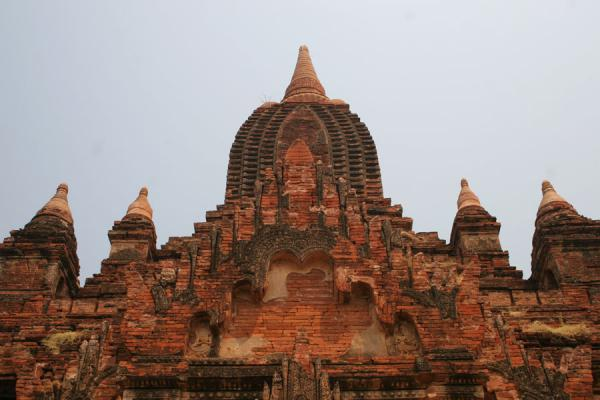 Foto di One of the many temples seen from belowMyanmar (Birmania) - Myanmar (Birmania)