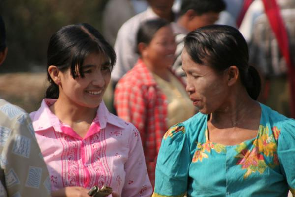 Picture of Burmese public life (Myanmar (Burma)): Burmese women at a street market near Inle Lake