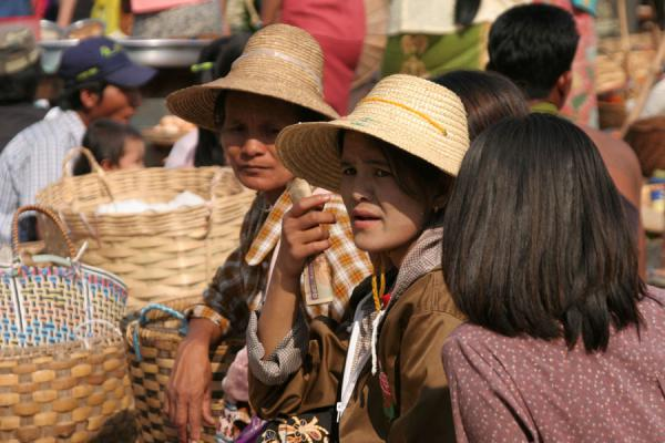 Picture of Burmese public life (Myanmar (Burma)): Burmese women with straw hats at a street market near Inle Lake
