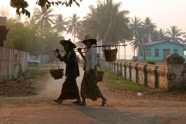 Women walking the roads of Katha | Katha | Myanmar (Burma)