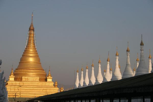 Golden stupa with white pinnacles of smaller stupas | Mandalay | Myanmar (Burma)