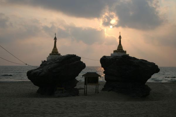 Even on the beach you can find small shrines | Ngwe Saung Beach | Myanmar (Burma)