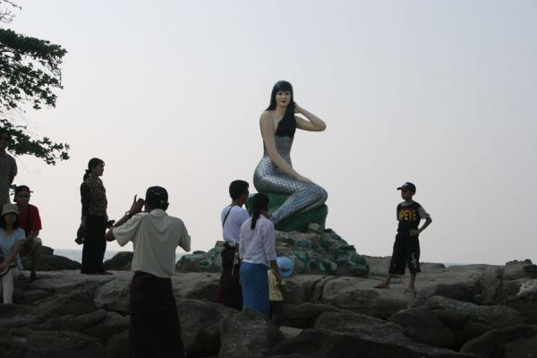 It is great fun having your picture taken with a mermaid | Ngwe Saung Beach | Myanmar (Burma)